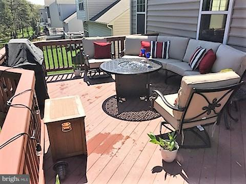 Great deck space for outdoor relaxation - 22360 AGING OAK DR, LEESBURG