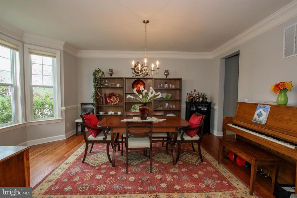 Lovely dining area with bay window - 22360 AGING OAK DR, LEESBURG