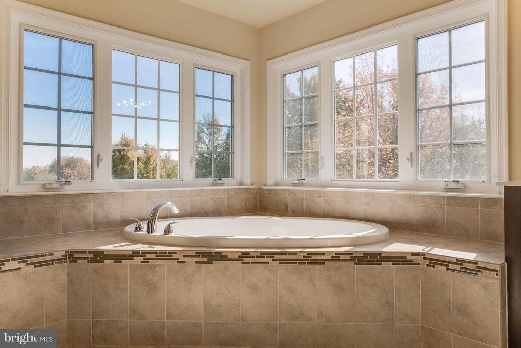 Bath (Master) - 7364 TUCAN CT, WARRENTON