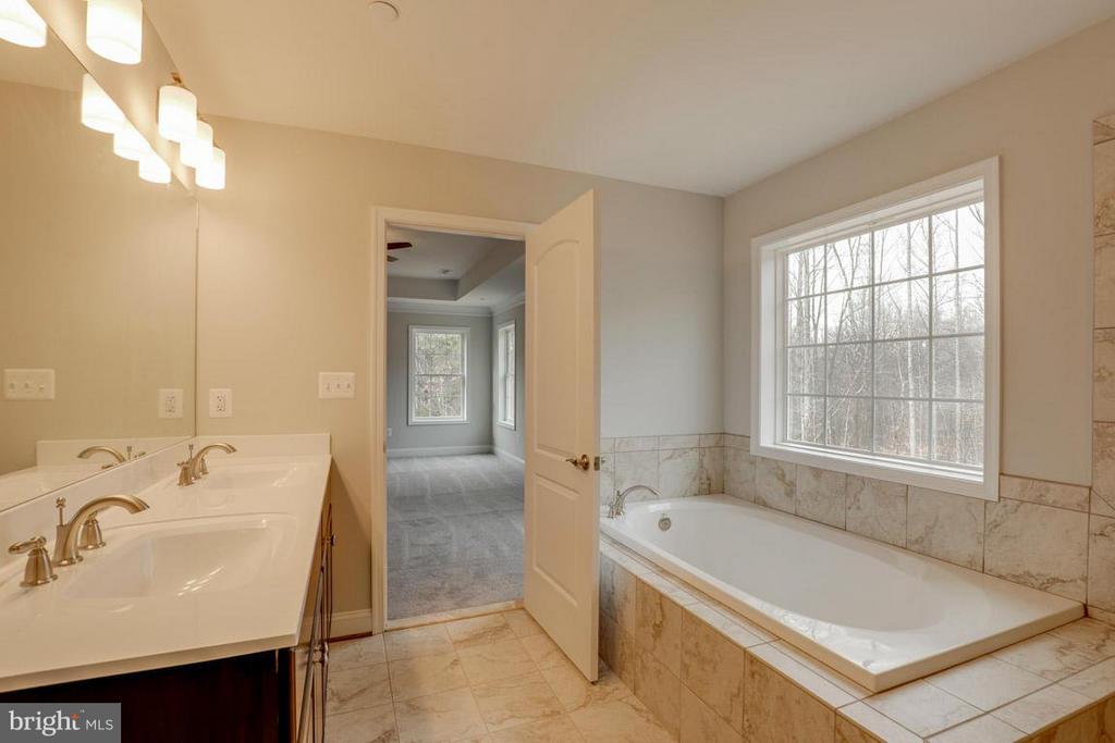 Bath (Master) - 13185 GLEBE PL, NEWBURG