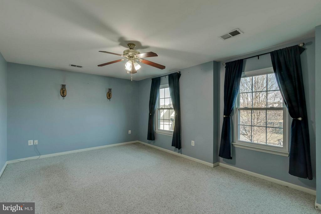 Large Master Bedroom - 13866 REDFORD LN, WOODBRIDGE