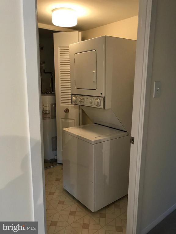 over under washer dryer in unit - 5801 EDSON LN #202, ROCKVILLE