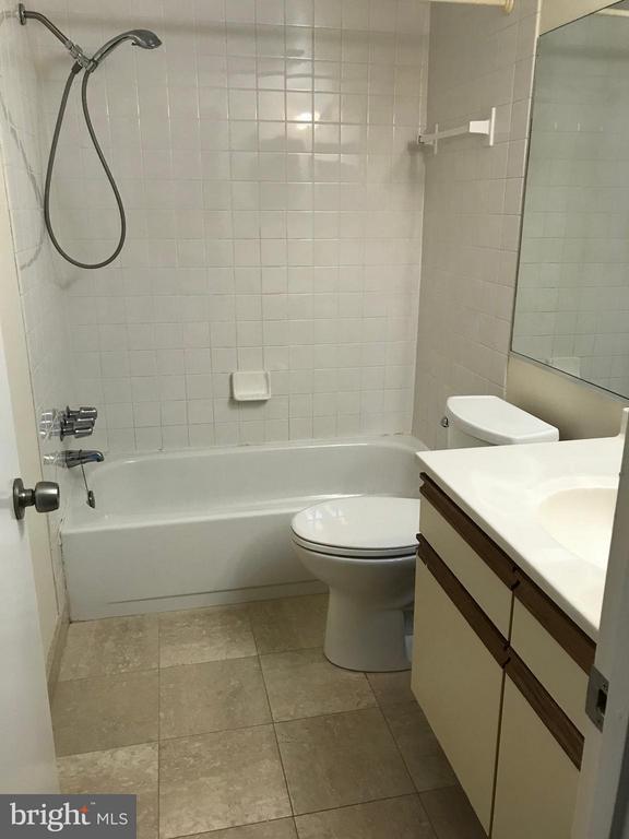 Bath (Master) - 5801 EDSON LN #202, ROCKVILLE