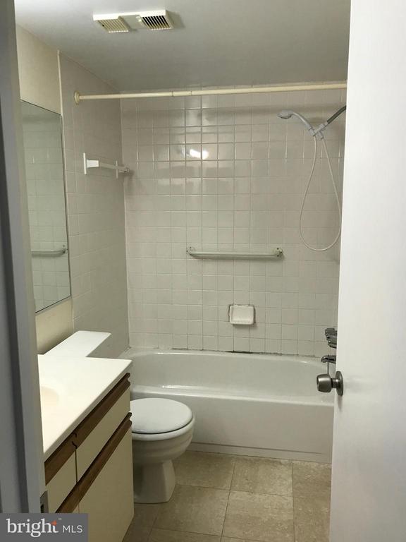 second bath - 5801 EDSON LN #202, ROCKVILLE