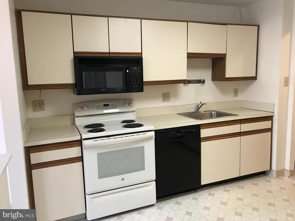 Kitchen - 5801 EDSON LN #202, ROCKVILLE