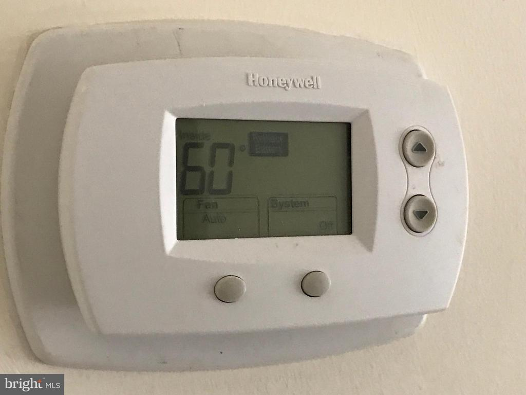 honeywell thermostat controlled environment - 5801 EDSON LN #202, ROCKVILLE