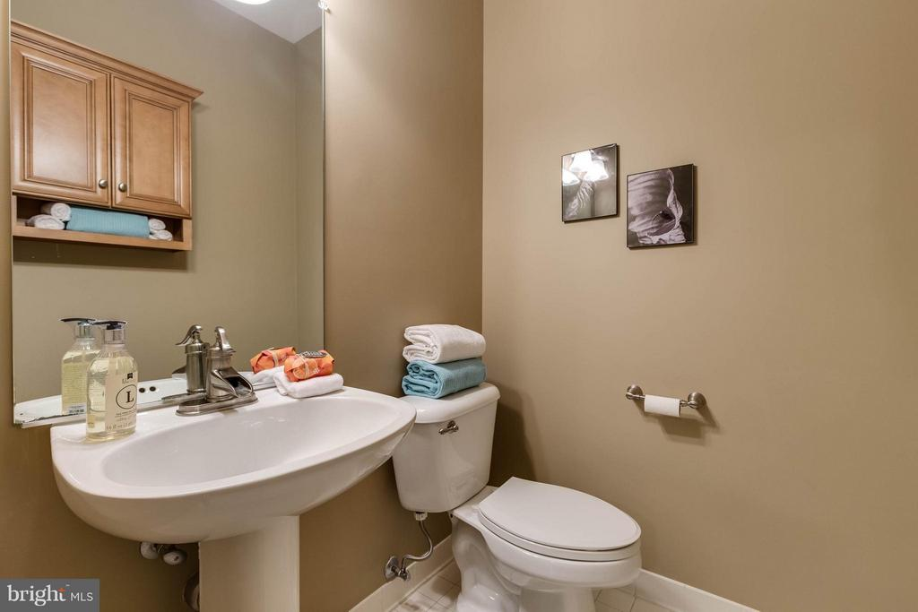 Half Bath on the main level - 7732 WHITE WILLOW CT, SPRINGFIELD