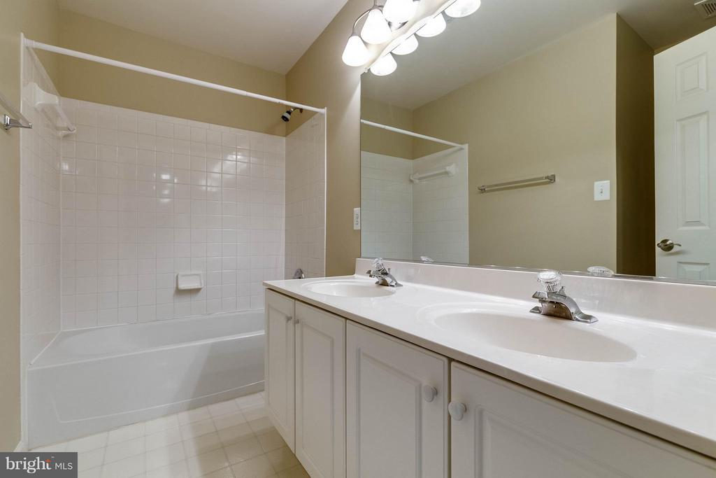 Full bath two on level three - 7732 WHITE WILLOW CT, SPRINGFIELD