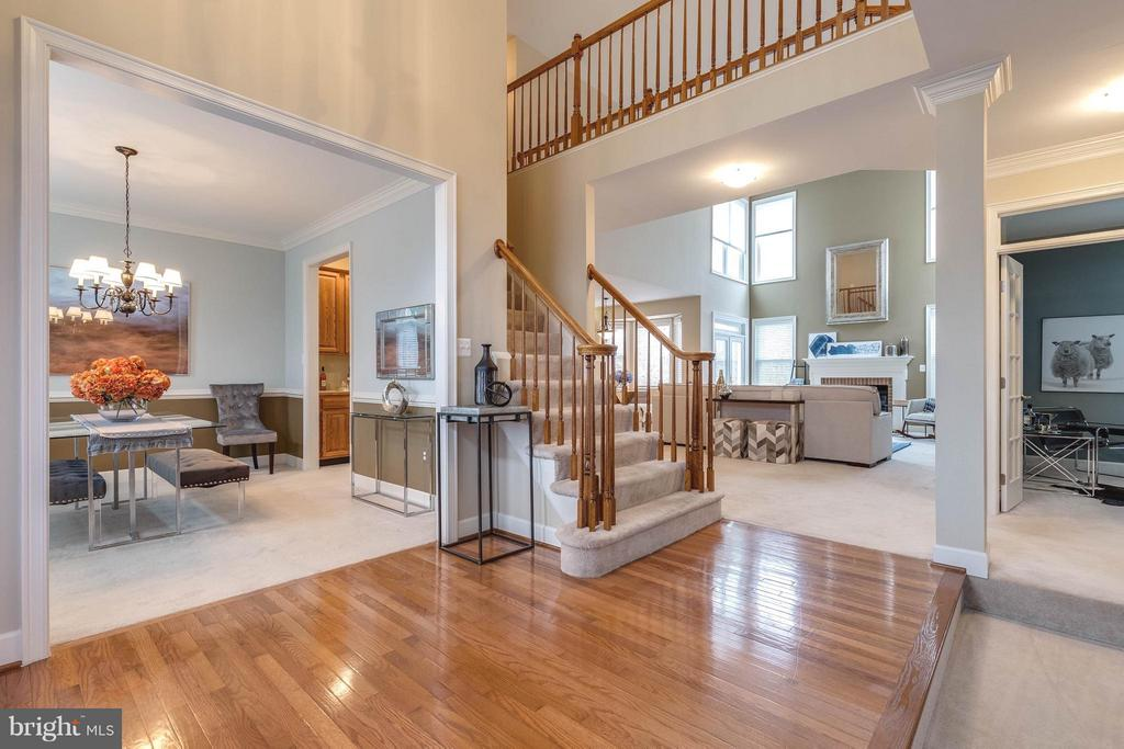 Beautiful foyer - 7732 WHITE WILLOW CT, SPRINGFIELD