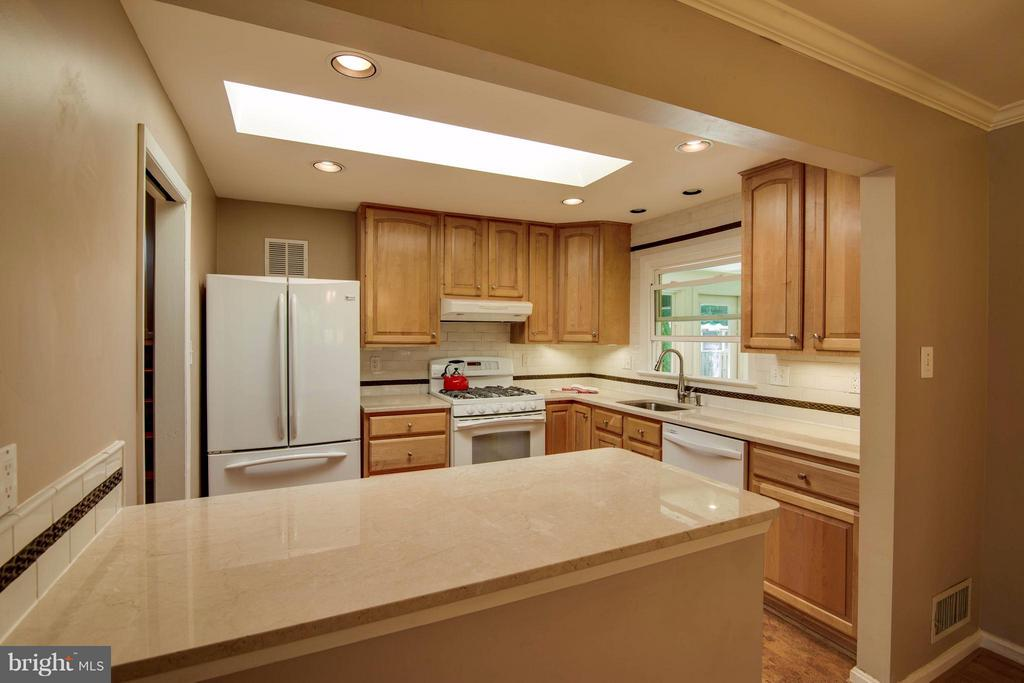 Kitchen - 1415 MAYFLOWER DR, MCLEAN