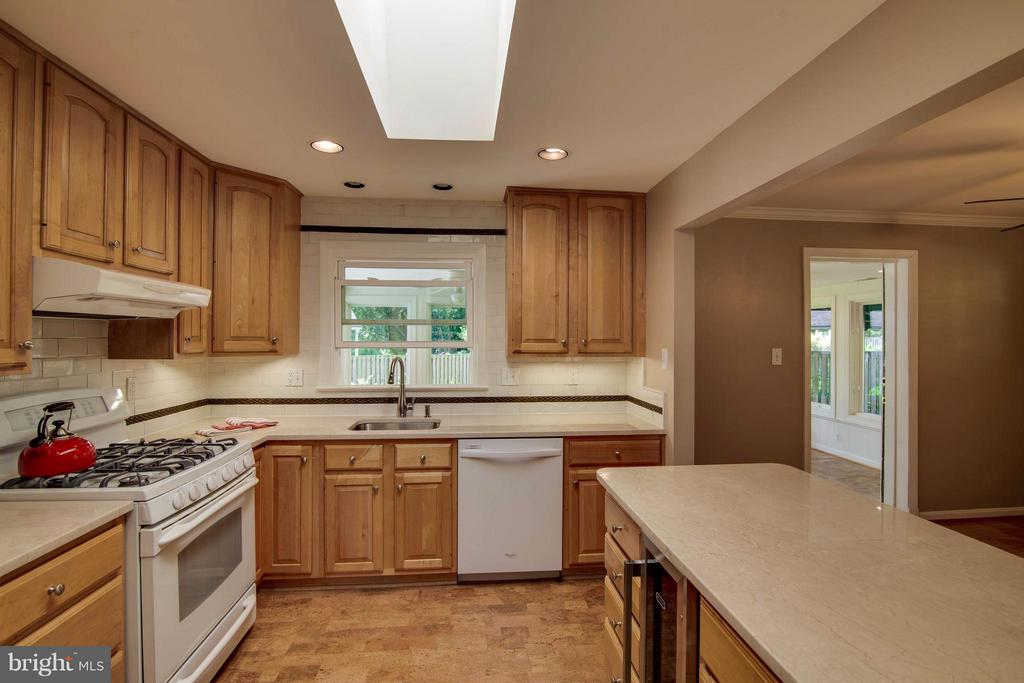 Kitchen with Marble Counters - 1415 MAYFLOWER DR, MCLEAN