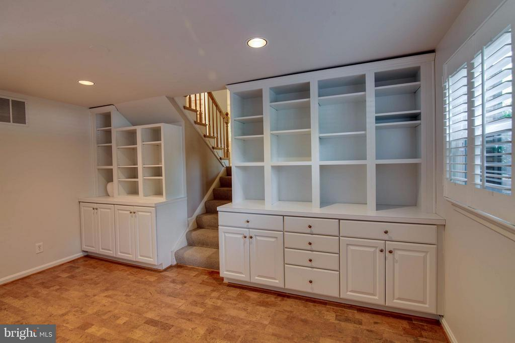 Recreation Room with  Built-Ins - 1415 MAYFLOWER DR, MCLEAN