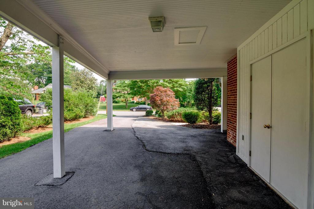 Carport - 1415 MAYFLOWER DR, MCLEAN