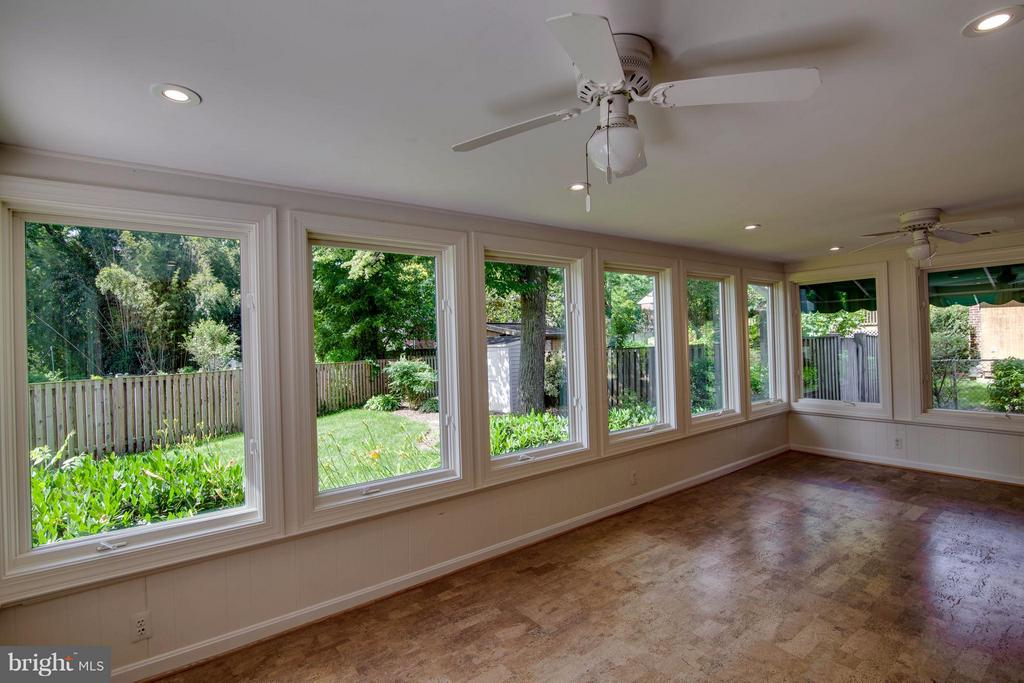 Sun Room with Casement Windows - 1415 MAYFLOWER DR, MCLEAN
