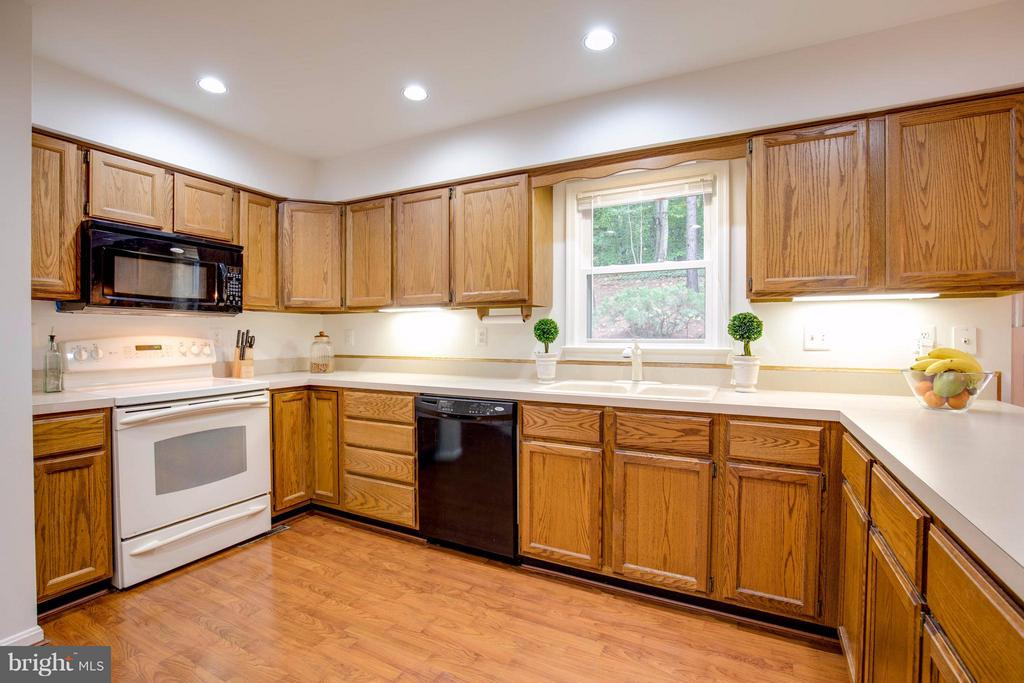 Lots of counter space - 15907 MONCURE DR, DUMFRIES
