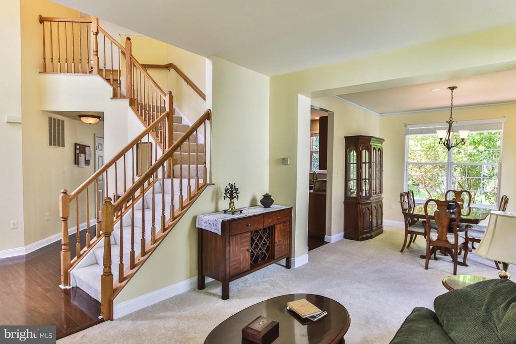 Open floor plan, perfect for entertaining - 1235 FEATHERSTONE LN NE, LEESBURG