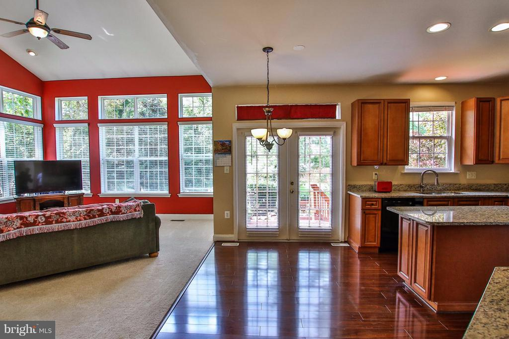 2-story, window-filled family room - 1235 FEATHERSTONE LN NE, LEESBURG