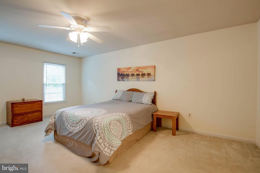 Plenty of room for a King Sized bed - 15907 MONCURE DR, DUMFRIES
