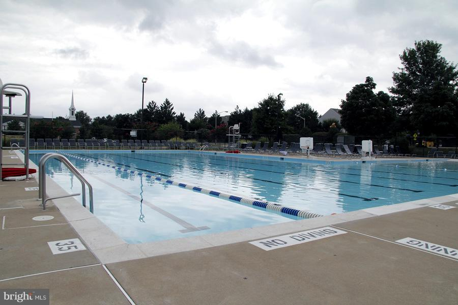 Nearby community pool - 1235 FEATHERSTONE LN NE, LEESBURG
