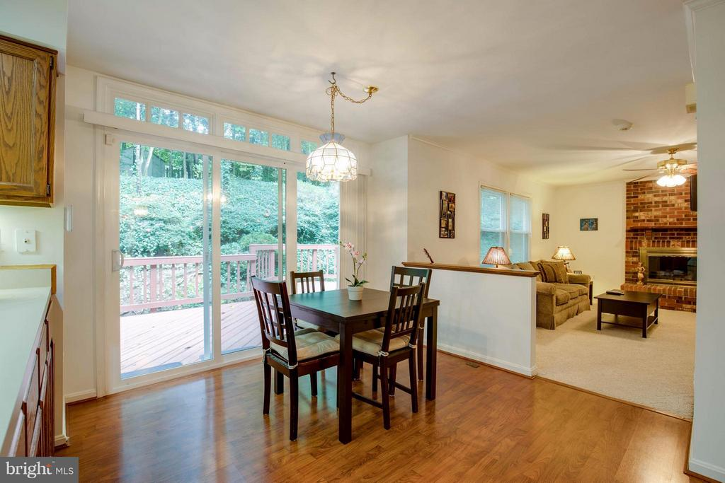 So much light - 15907 MONCURE DR, DUMFRIES