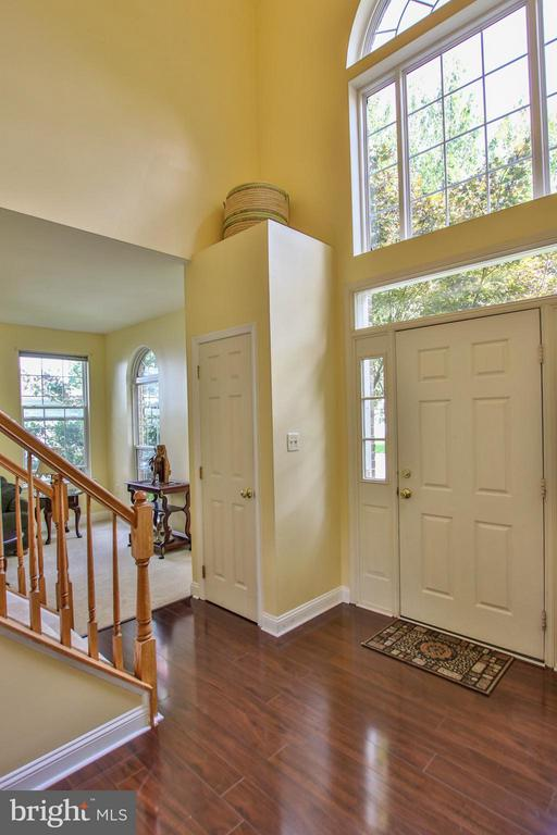 Bright 2- story foyer boasts new flooring - 1235 FEATHERSTONE LN NE, LEESBURG