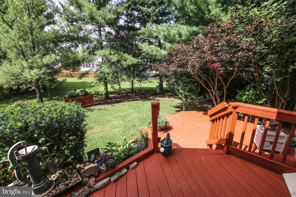 Multi-level deck - 1235 FEATHERSTONE LN NE, LEESBURG