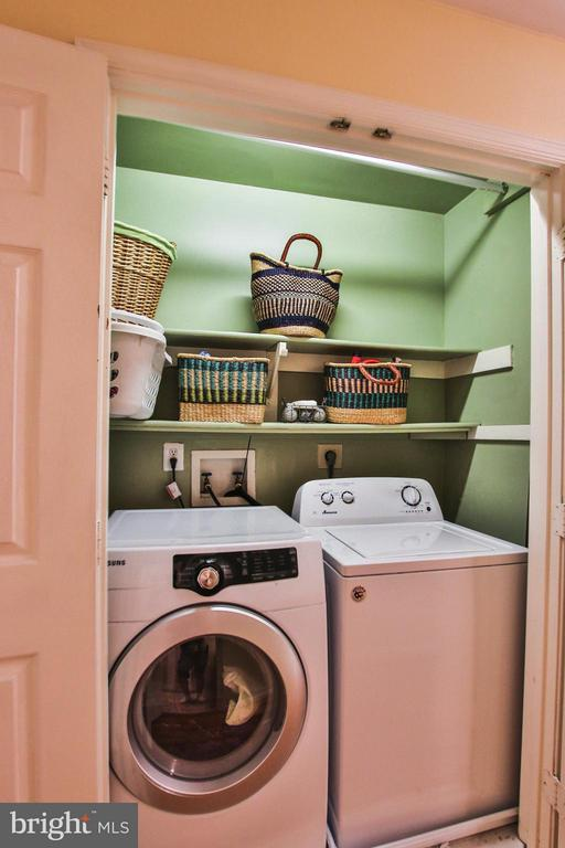 Convenient upper level laundry - 1235 FEATHERSTONE LN NE, LEESBURG