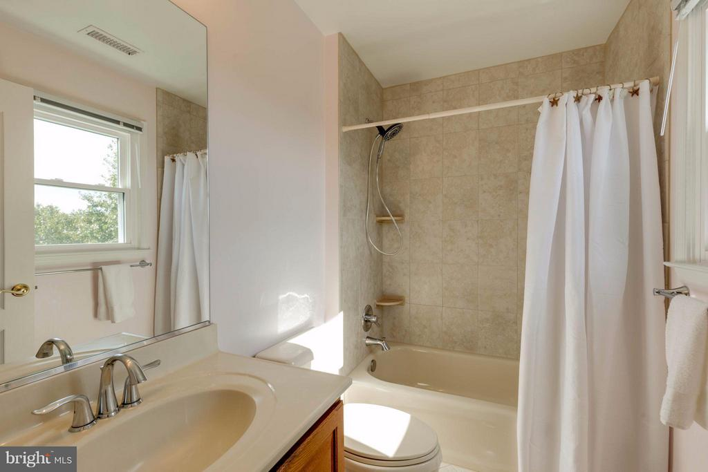 Princess Suite Bathroom - 1286 GATESMEADOW WAY, RESTON