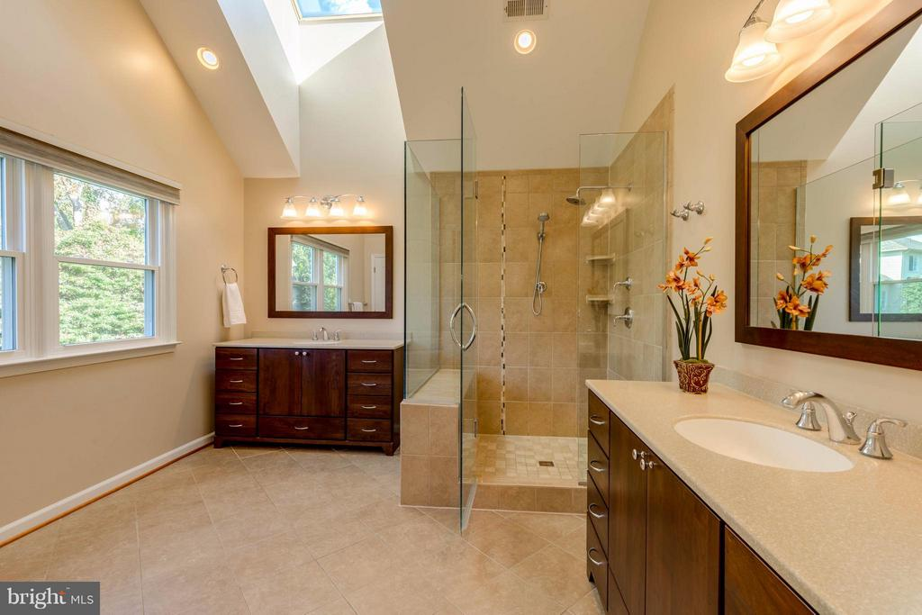 Custom Designed Master Bathroom - 1286 GATESMEADOW WAY, RESTON