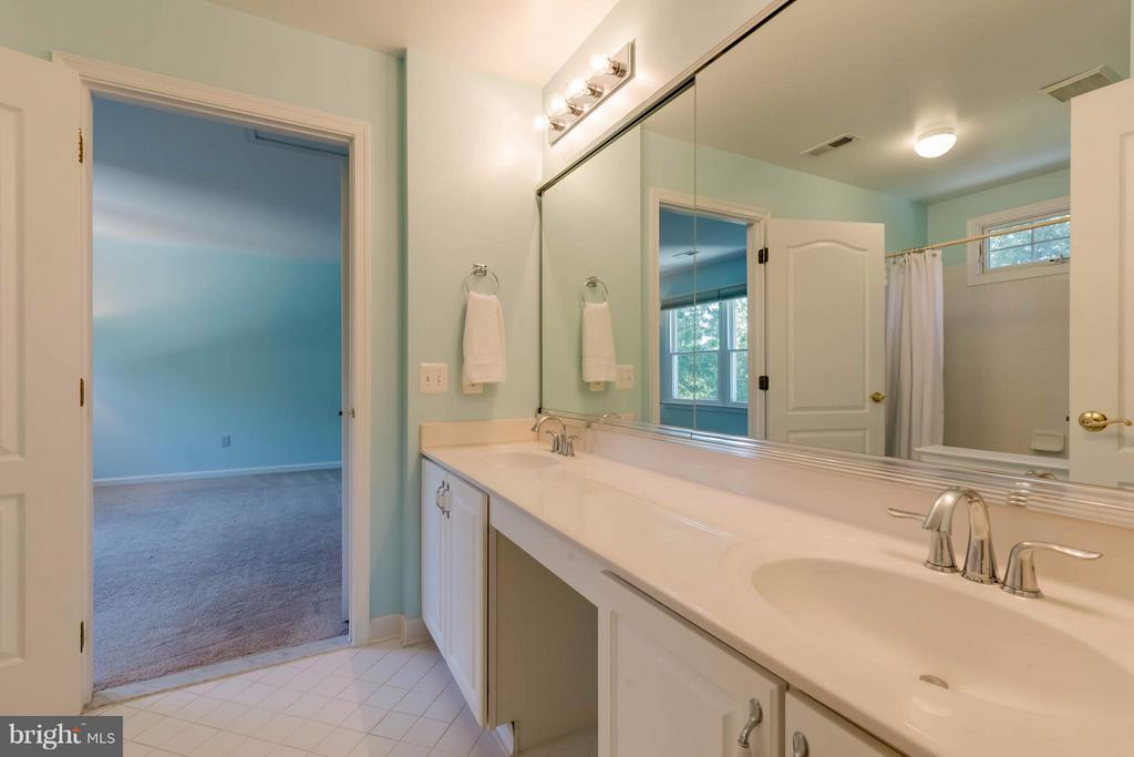 Jack & Jill Bath - 1286 GATESMEADOW WAY, RESTON