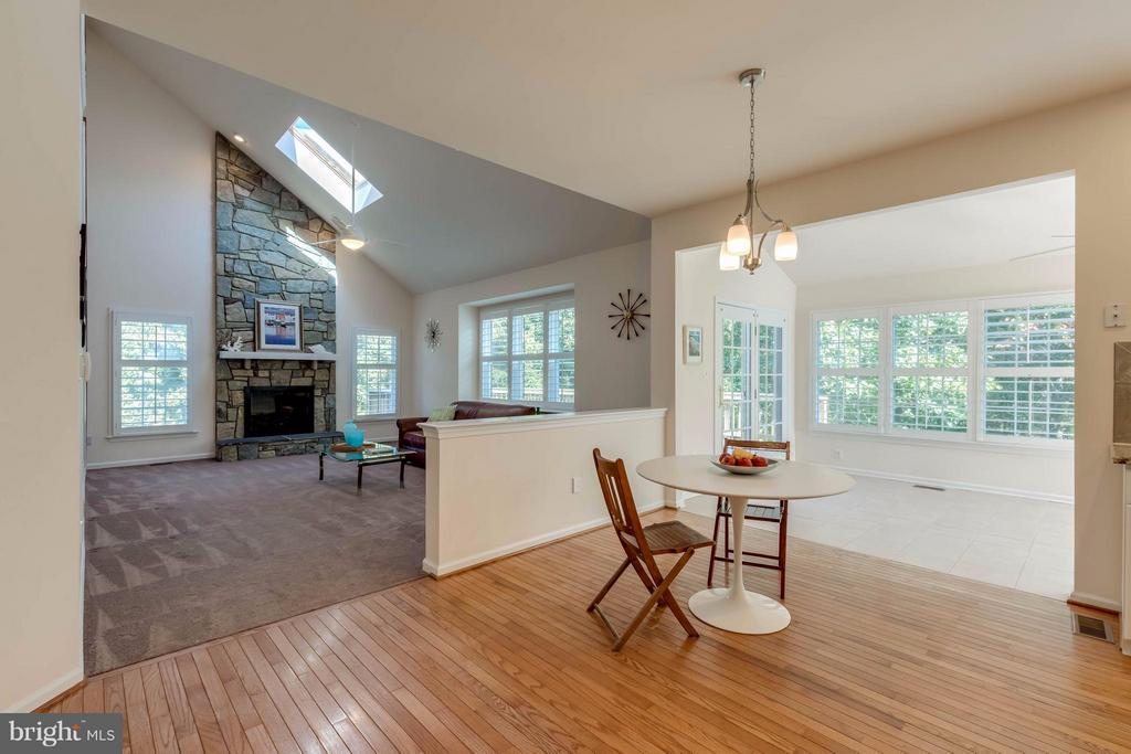 Breakfast Area opens to Sunroom & Family Room - 1286 GATESMEADOW WAY, RESTON