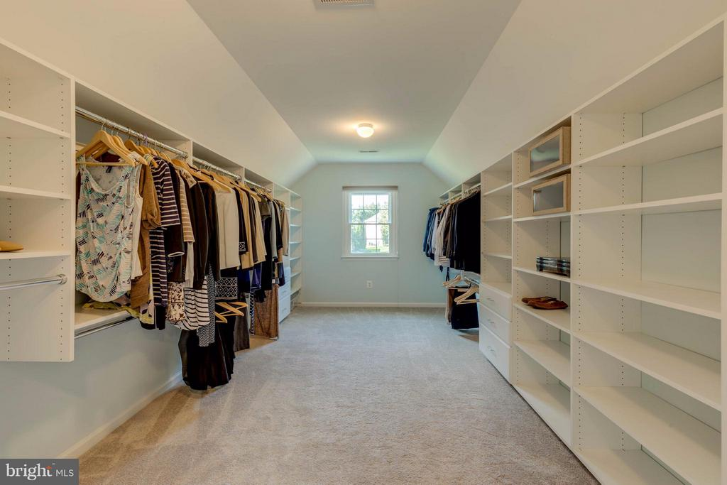 Room Size Walk In Closet in Master Bedroom - 1286 GATESMEADOW WAY, RESTON