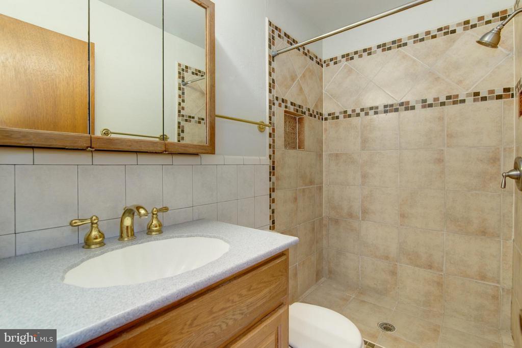 Full Bath (Master) - 4708 EXETER ST, ANNANDALE