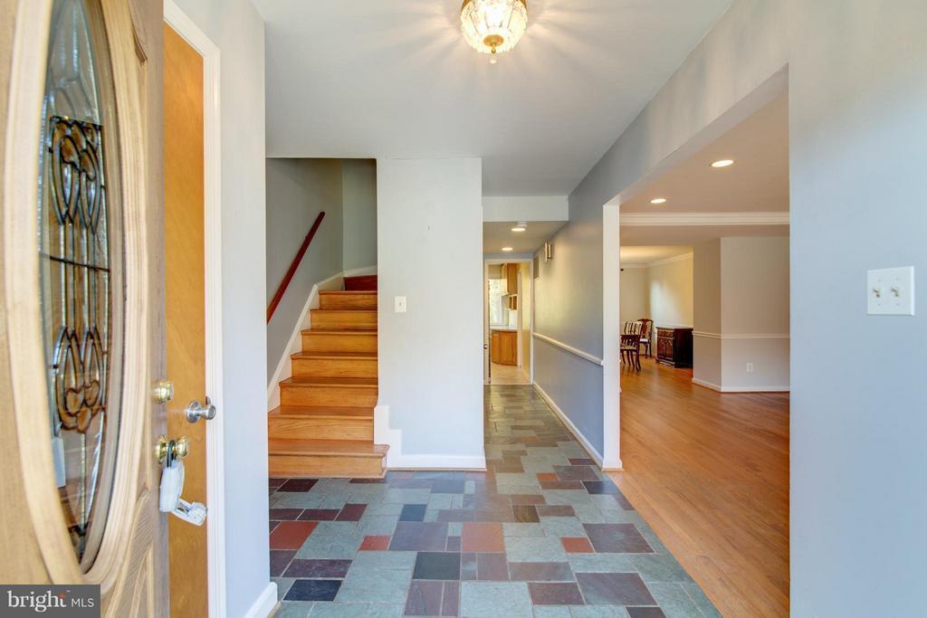 Foyer - 4708 EXETER ST, ANNANDALE
