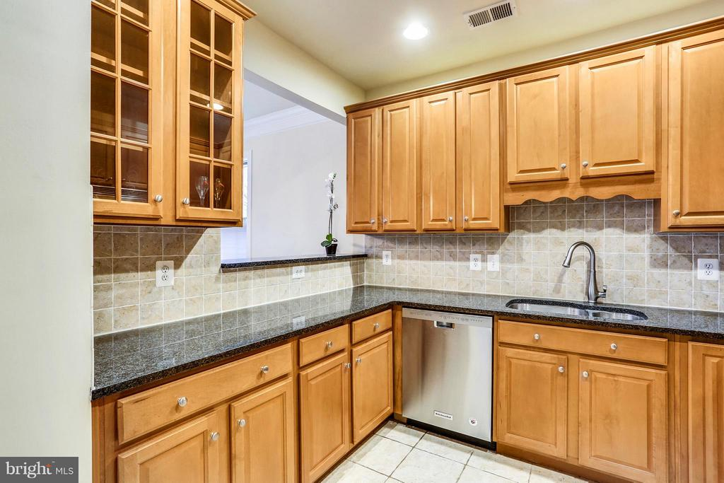 Kitchen - 401 KING FARM BLVD #BQ-101-R, ROCKVILLE