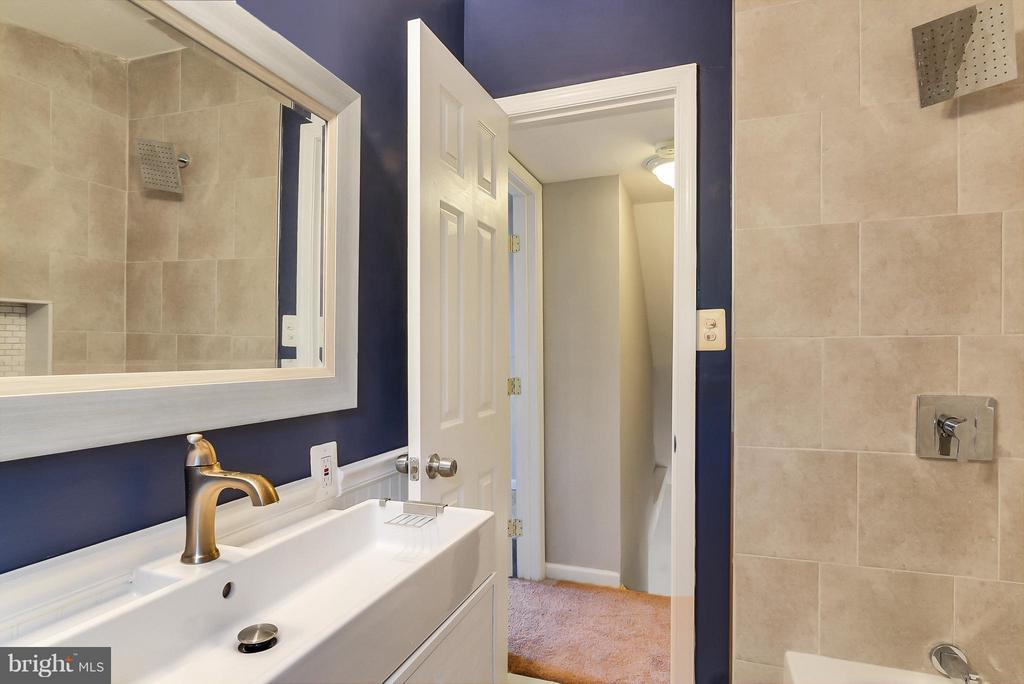 Bath - 2421 BYRD LN, ALEXANDRIA