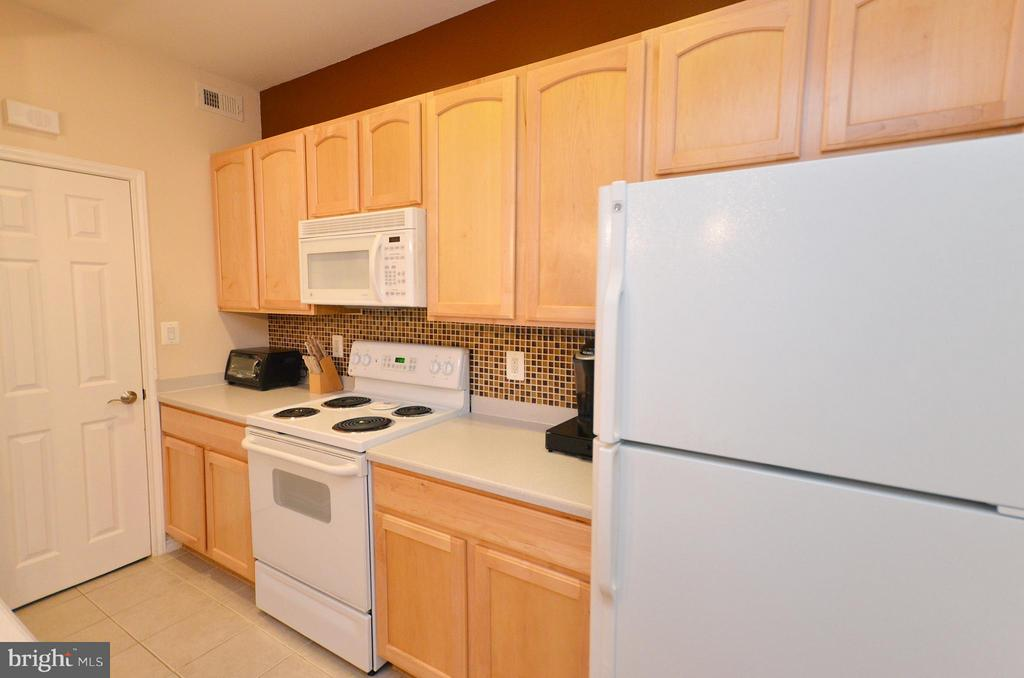 Kitchen - 3909 PENDERVIEW DR #1924, FAIRFAX
