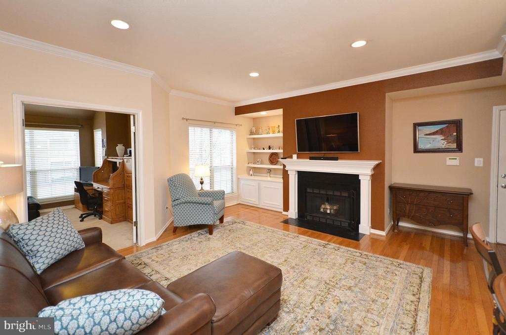Living Room - 3909 PENDERVIEW DR #1924, FAIRFAX