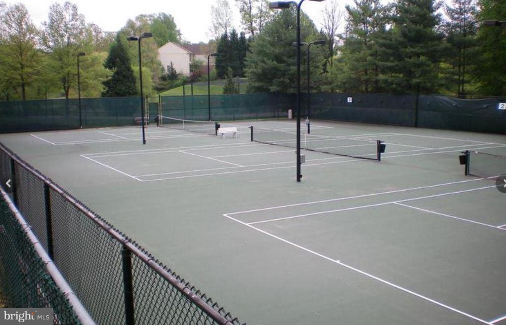 Community Tennis Court - 3909 PENDERVIEW DR #1924, FAIRFAX