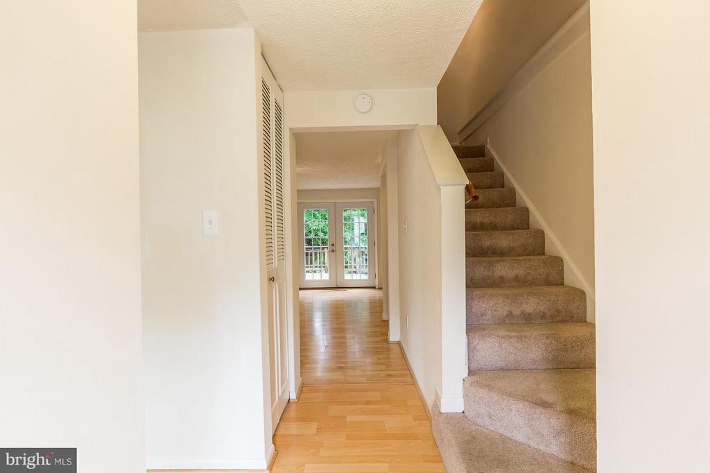 Foyer and Hallway - 4908 SUGAR MAPLE LN, DUMFRIES