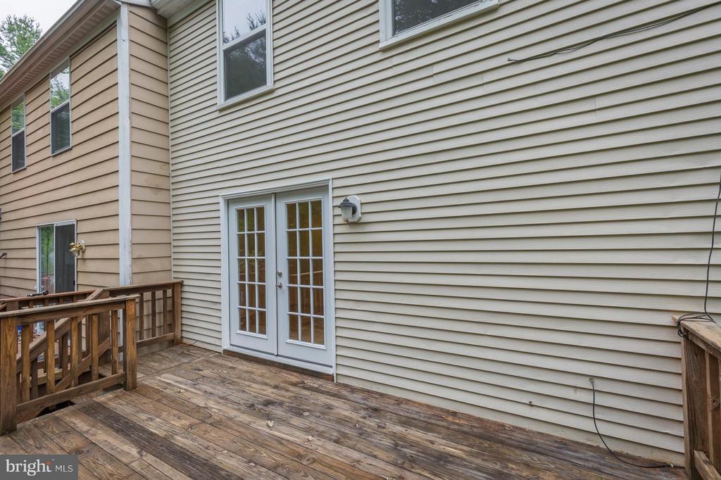 Upper Deck Towards Living Room  Door - 4908 SUGAR MAPLE LN, DUMFRIES
