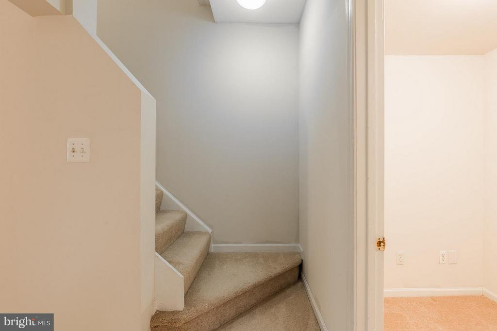 Staircase at Lower Level - 4908 SUGAR MAPLE LN, DUMFRIES