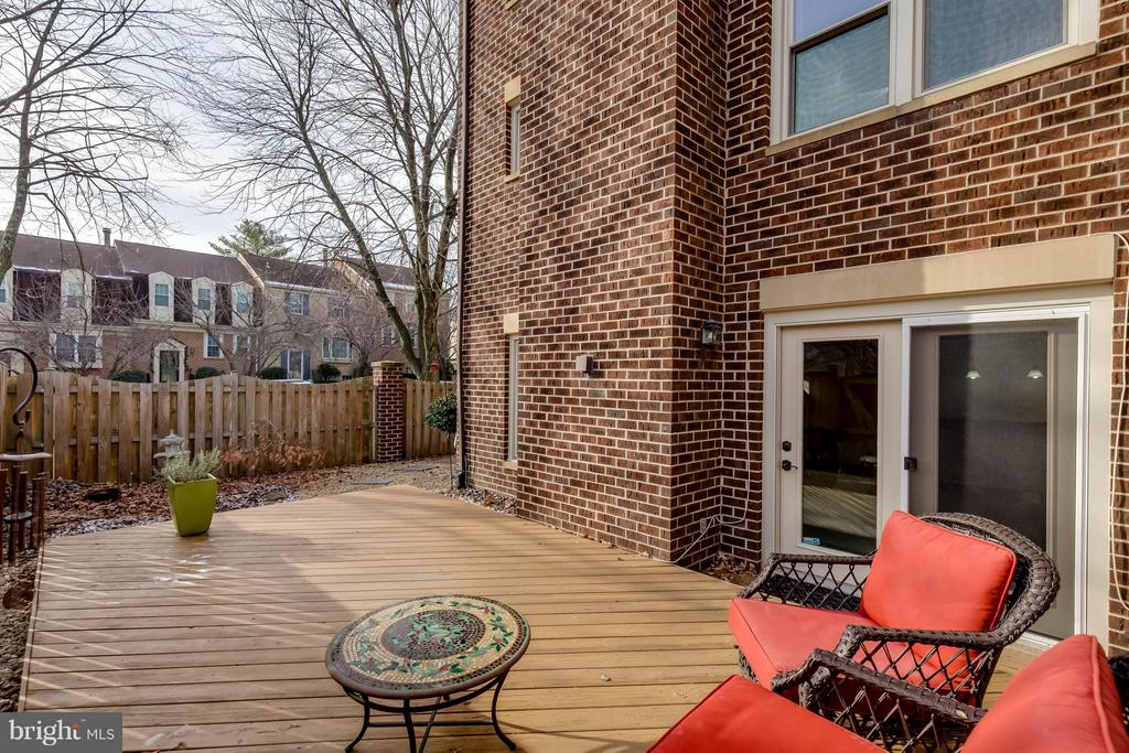 Private, Fenced Rear Deck Patio - 10137 TURNBERRY PL, OAKTON
