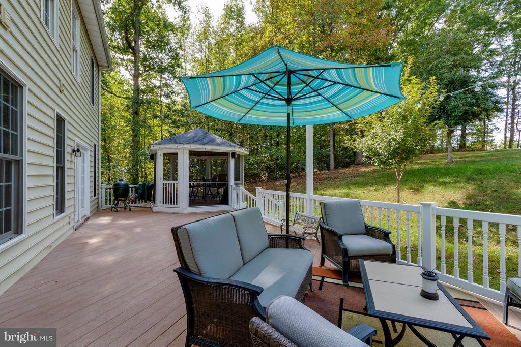 Rear Deck and Screened Gazebo - 137 SEQUESTER DR, STAFFORD