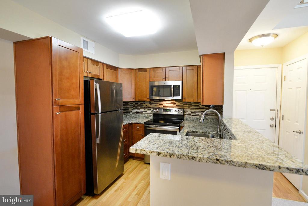 Kitchen - 2221 LOVEDALE LN #212B, RESTON