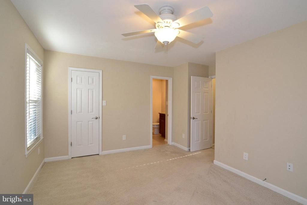 Bedroom (Master) - 2221 LOVEDALE LN #212B, RESTON