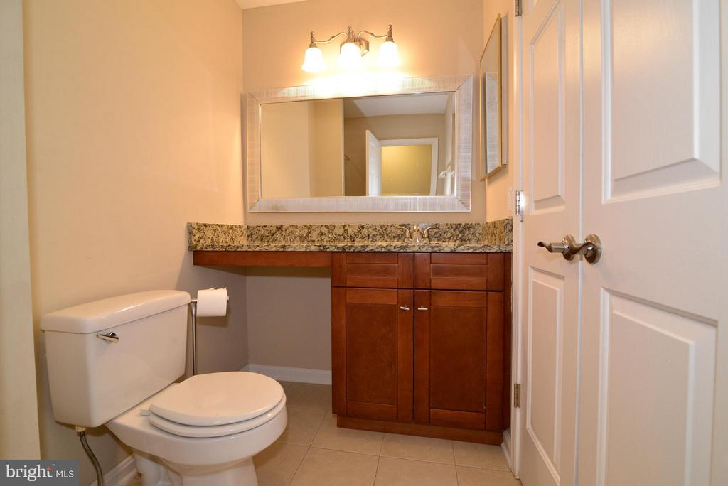 Bath - 2221 LOVEDALE LN #212B, RESTON
