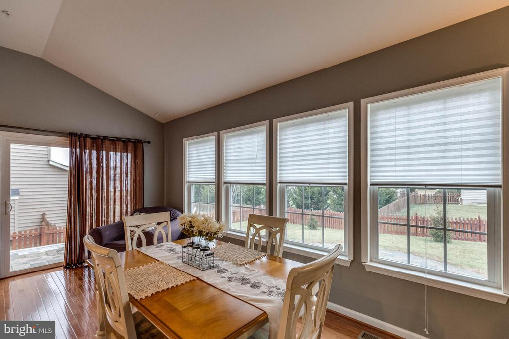 SUN/MORNING ROOM BRINGS NATURAL LIGHT - 5504 DOUBS RD, ADAMSTOWN