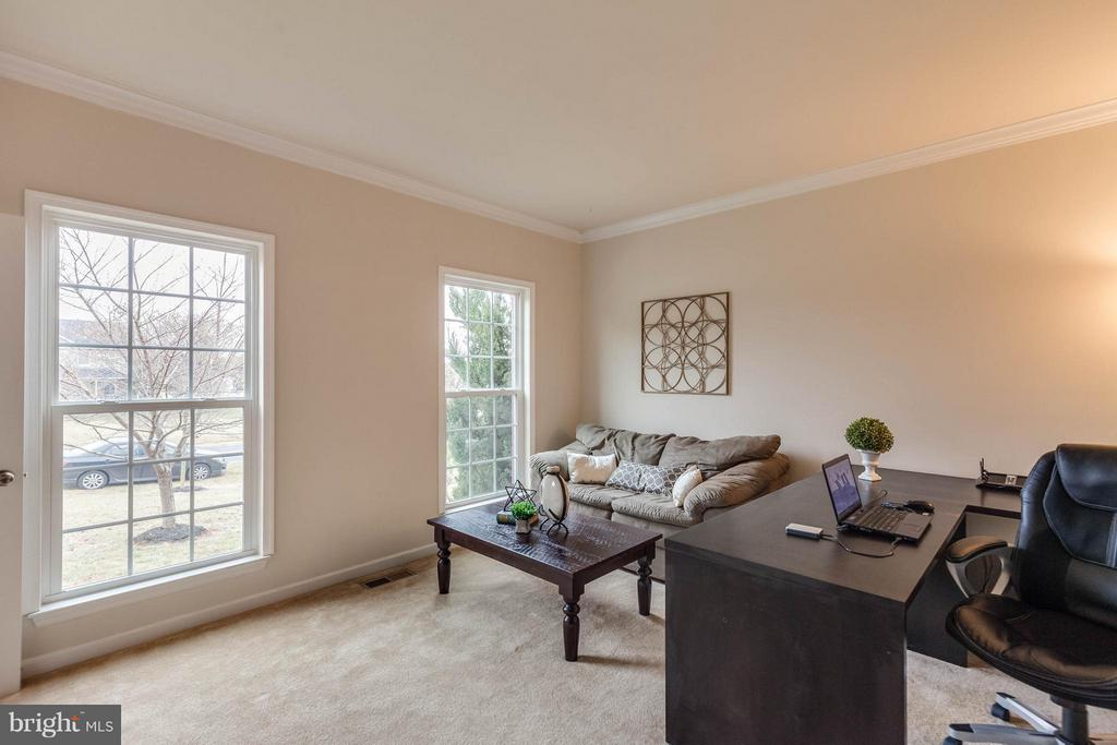 STUDY W/ FRENCH DOORS - 5504 DOUBS RD, ADAMSTOWN