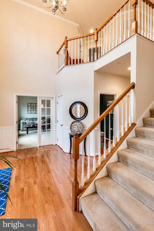 TWO STORY FOYER - 5504 DOUBS RD, ADAMSTOWN